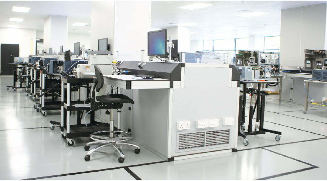 Work bench in a cleanroom environment